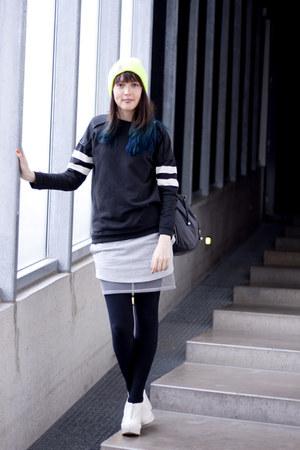 weekday skirt - Carhartt hat - Zara sweater - Ladies Market Hong Kong bag