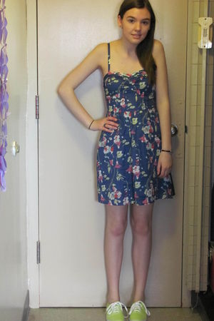 blue American Eagle dress - green payless shoes