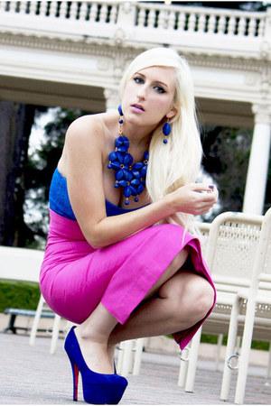 hot pink pencil skirt Jensen skirt - blue platform Betsey Johnson shoes