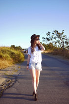 periwinkle Levis shorts - white wildfred shirt