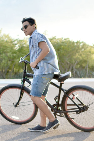 Zara shoes - Levis shirt - Sfera shorts - zeroUV sunglasses