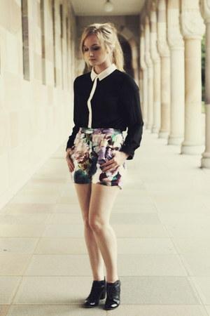 white MIKA & GALA shorts - black Kmart top