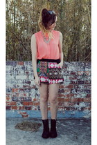 salmon cotton on top - black Roc boots - hot pink August Street shorts