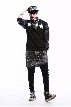 black JAMYAboki t-shirt - black JAMYAboki pants