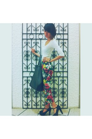hot pink floral print pants - black plain Fourskin bag - black lace heels
