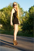 gold Giuseppe Zanotti shoes - black Siwy shorts - black Torn by Ronny Kobo top -