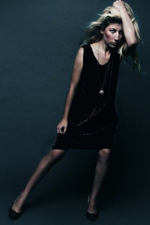 deep purple dress - army green necklace - black sandals