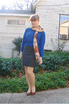 blue cropped Forever 21 sweater - orange feather print Lila Boutique scarf