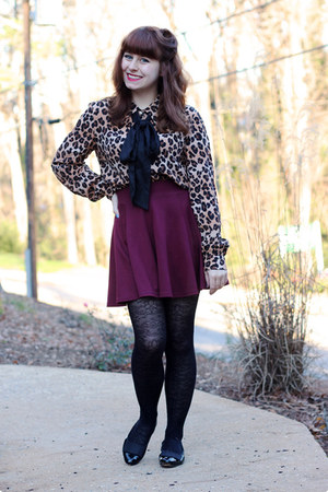 maroon skater H&amp;M skirt - black lace print Forever 21 tights