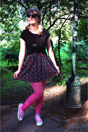 bubble gum tights - heart-patterned H&M dress - bubble gum Converse sneakers