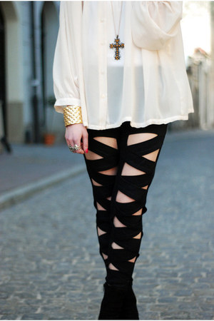 black leggings - white blouse - gold bracelet