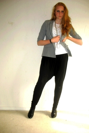 Topshop blazer - H&M necklace - GINA TRICOT pants - H&M shoes - H&M t-shirt