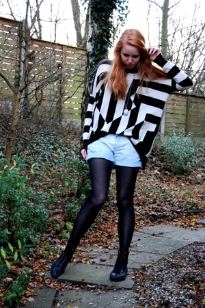 black vagabond boots - black H&M tights - blue Zara shorts - black H&M Trend blo