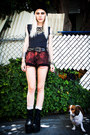 Black-yru-boots-navy-tee-vintage-shirt-ruby-red-diy-shorts