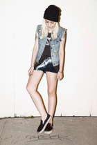 navy tie-dyed crash and burn apparel shorts - black tennis Vans shoes