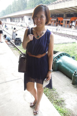 navy dress - dark brown bag - brown belt