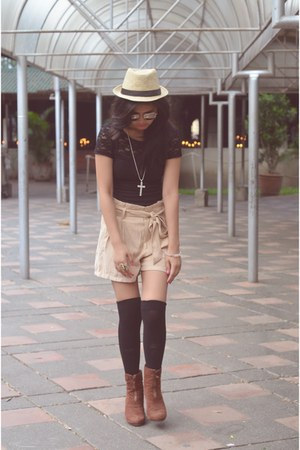 fedora hat - H&M shorts - polaroid ray-ban sunglasses