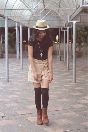 fedora hat - H&M shorts - polaroid ray-ban sunglasses