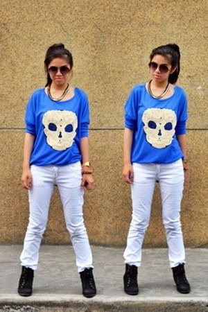 jittered skull Splash top - white skinny Zara jeans - sneaker Kangaroos wedges