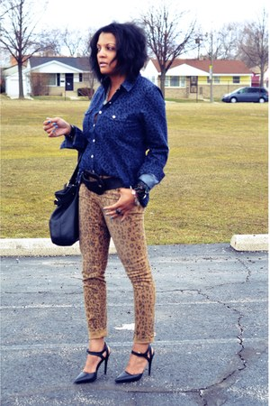 bronze leopard print DKNY jeans - navy leopard print shirt