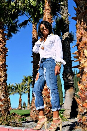 blue distressed Machine jeans - white shirt - neutral cynthia rowley sandals
