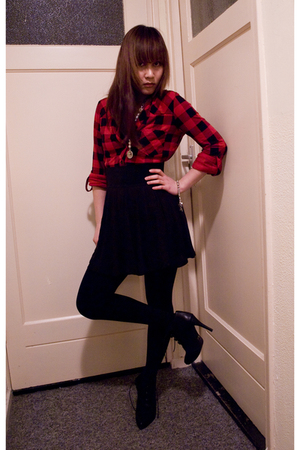 red blouse - black skirt - black tights