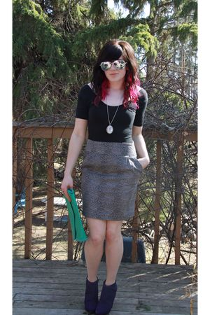Forever 21 skirt - black American Apparel shirt - purple winners shoes - green t