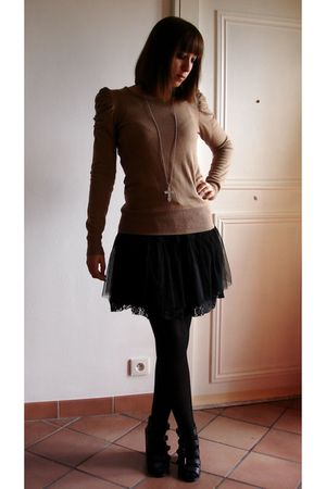 black Only skirt - beige jumper - black asos shoes