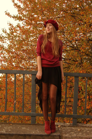 beret Top Secret hat - red shoes Zign shoes - studded c&amp;a shirt