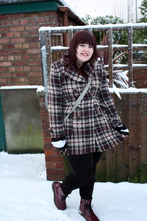 brick red Dr Martens boots - black leggings - coat