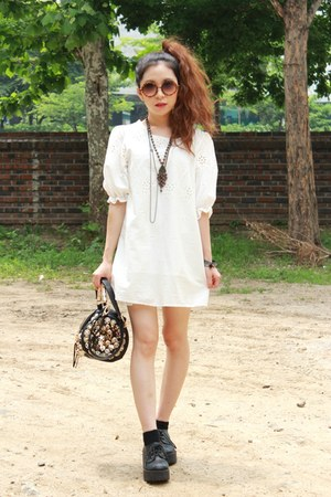 Leon and Mathilda dress - Spicy Color sunglasses