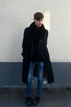 black second hand coat - black H&M scarf - black H&M t-shirt - black Converse sh