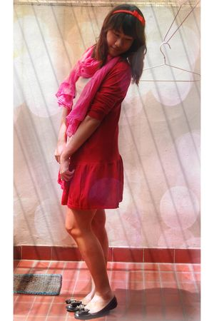 red cardigan - white dress - pink Gaudi scarf - black Charles & Keith shoes - re