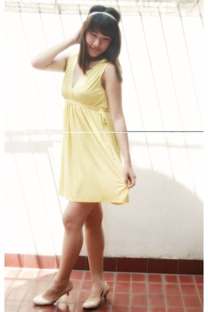 yellow Zara dress - white accessories - beige Charles & Keith shoes