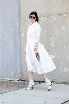 white jill sander for uniqlo dress - tan taytu bag - black rayban sunglasses
