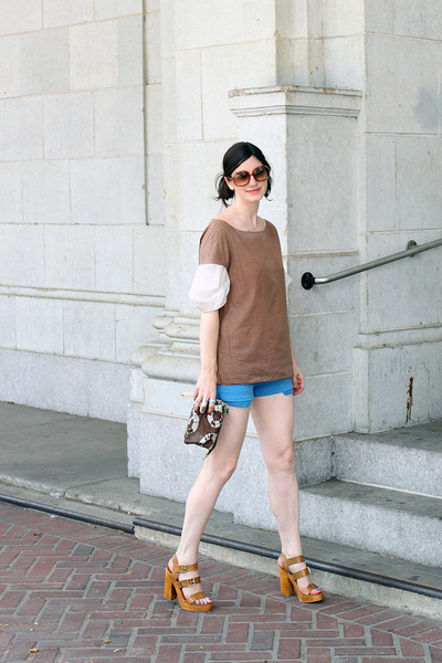 light brown Steve Madden sandals - blue Hudson shorts - camel Chloe sunglasses