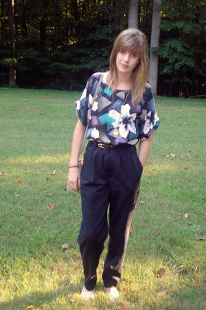 black vintage pants - black vintage blouse - gold Forever 21 necklace - white th