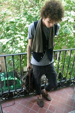 vintage scarf - Ralph Lauren vest - Thomas Burberry t-shirt - H&amp;M pants - Superg