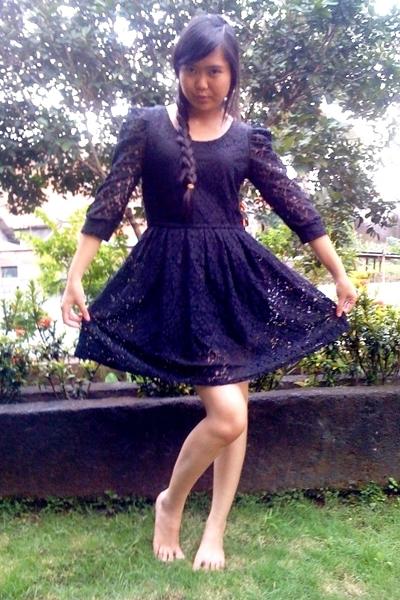 black sisters closet dress