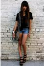 Black-t-shirt-gray-wren-vest-blue-vintage-shorts