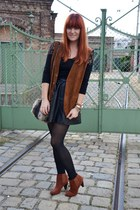dark brown leather vintage vest - crimson boots - black shirt - black tights