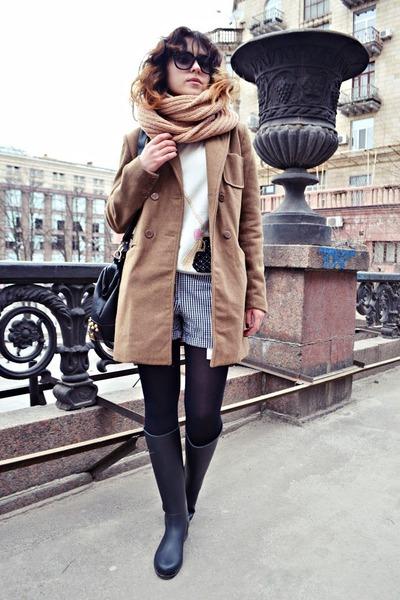 black JCrew boots - camel pull&bear coat