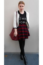 ruby red New Yorker skirt - black H&M boots - black Monki shirt