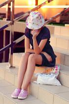 cream Zolla hat - navy Orsay dress - bubble gum diva ring
