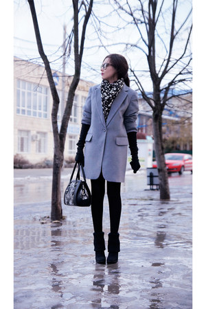 heather gray New Yorker coat - black stockings Stesso boots