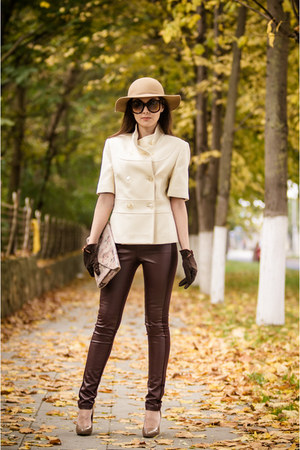 camel Zarina hat - crimson faux leather New Yorker leggings