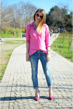 hot pink Bershka shoes - blue Bershka jeans - hot pink H&amp;M shirt