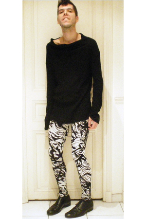 0044 sweater - H&M leggings - COS shoes