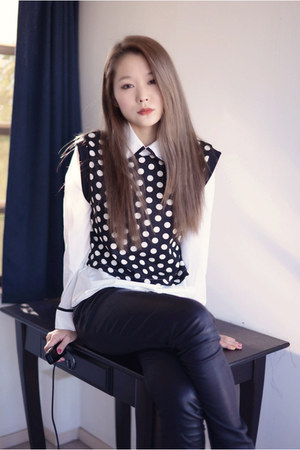 white polka dots choiescom blouse - black leather Alice  Olivia pants