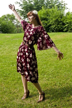 vintage 70s dress - modcloth heels